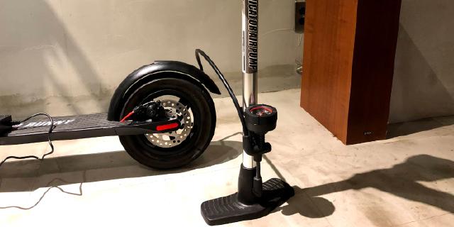 自動車・自転車(米式)と同じエアタイヤ